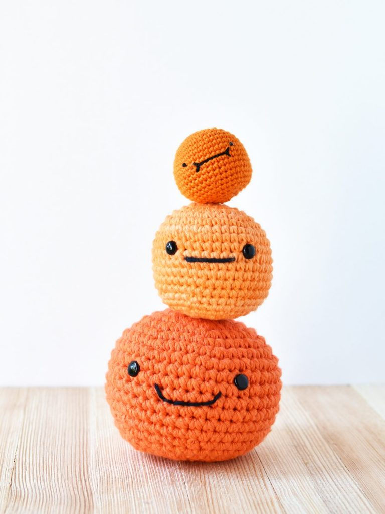 Showing the different sized cheese puffs made with different Yarn Weight and crochet hooks from the free crochet pattern by Tiny Curl.