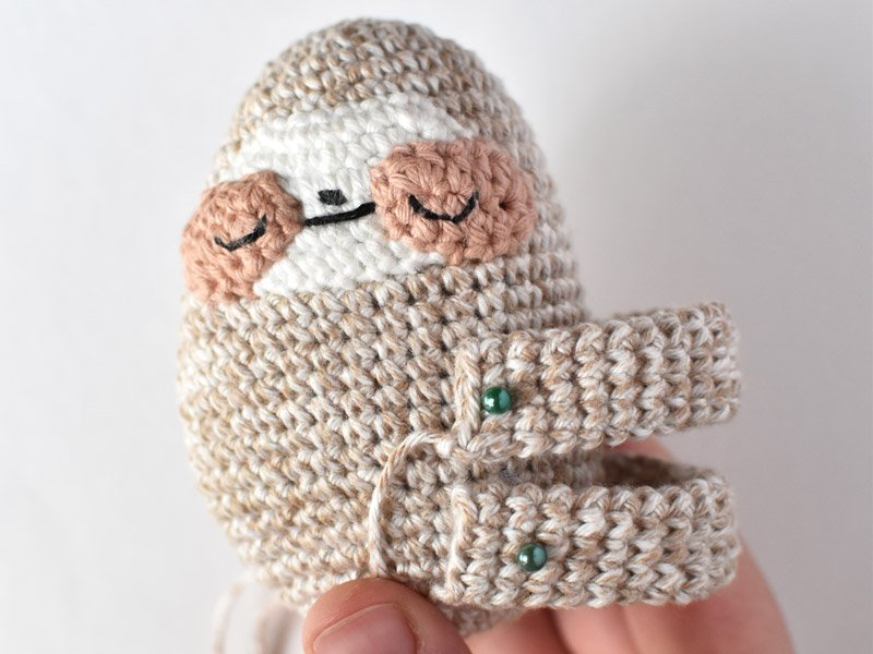 show where to attach the arm and leg loop to the sloth crochet